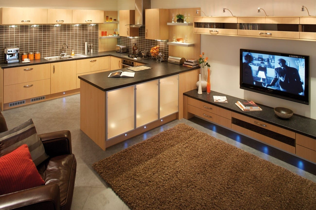 Chic showcase betta living and household chores love for Open plan kitchen ideas for small spaces