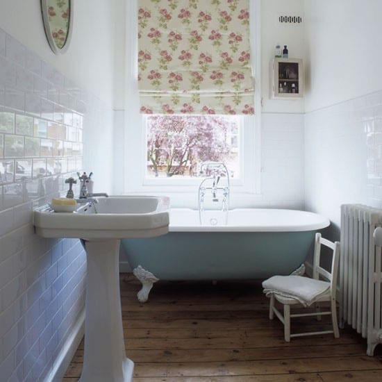 Top tips how to decorate a small bathroom love chic living for Beautiful tiny bathrooms