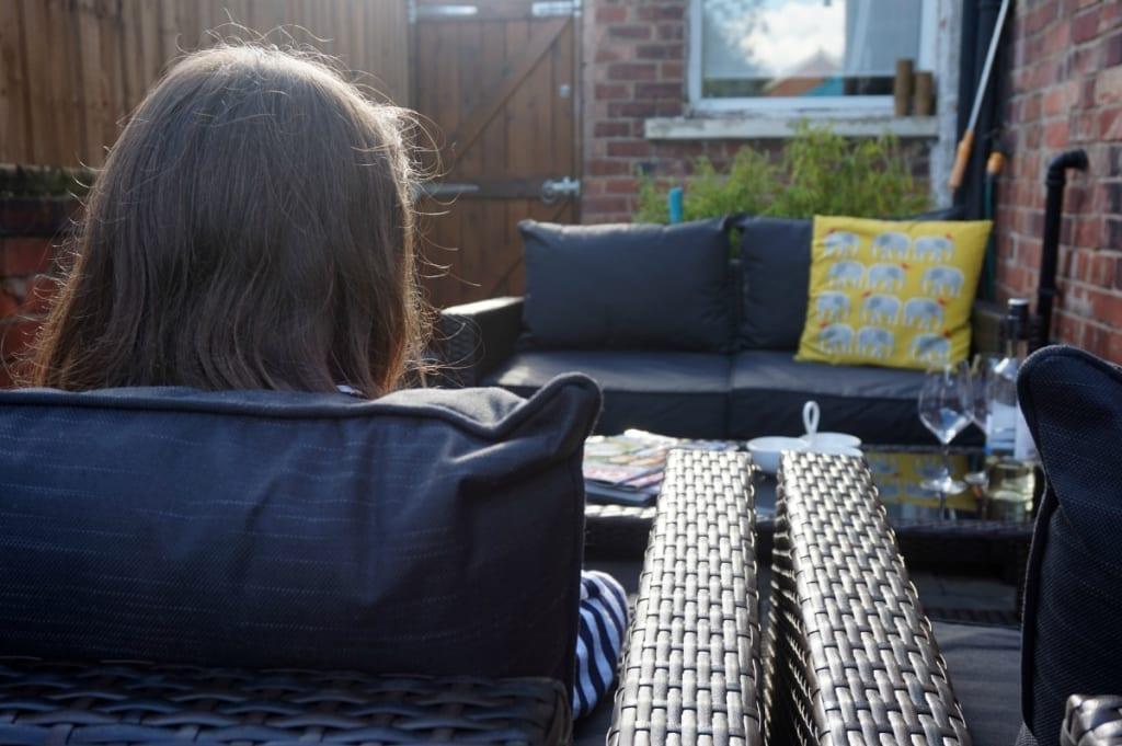 Relaxing sofa suite