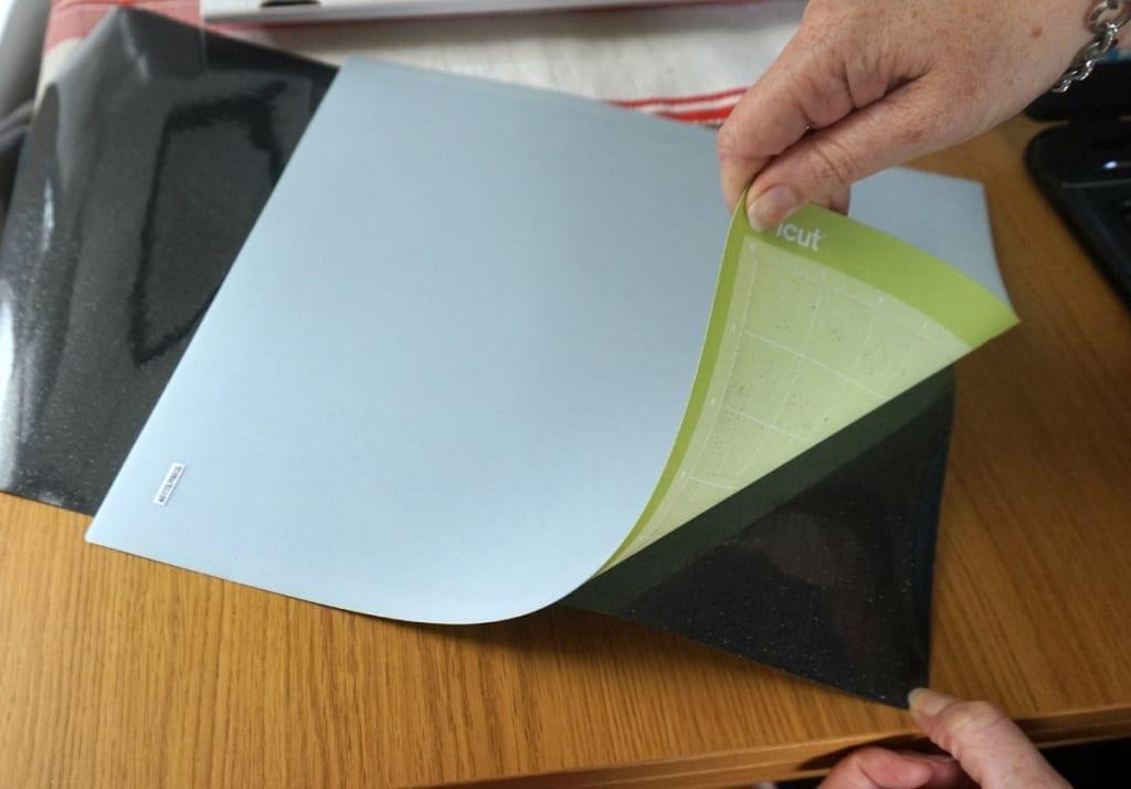 Removing vinyl from the Cricut cutting mat