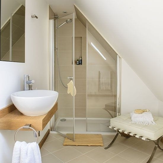 How to create the perfect bathroom love chic living for Salle de douche sous comble