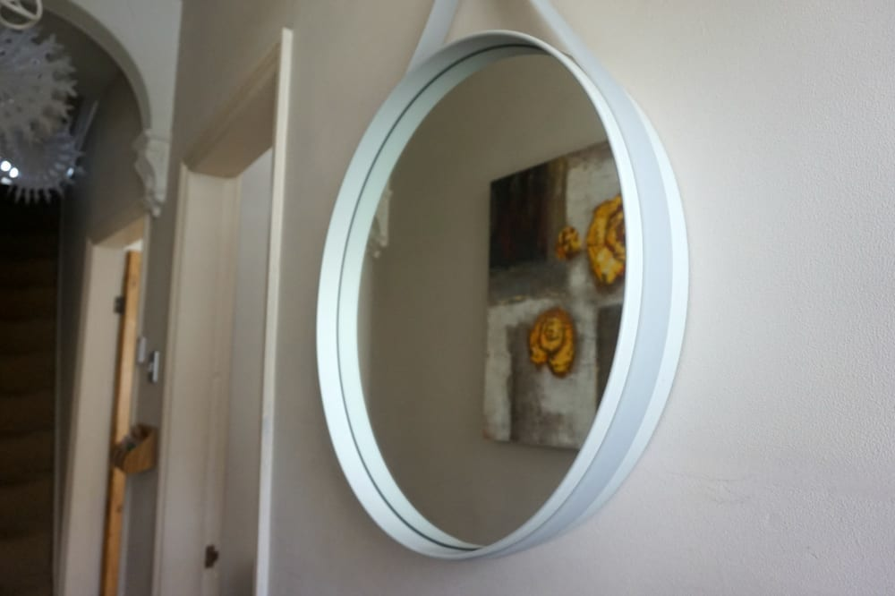 review hay strap mirror from pink apple love chic living. Black Bedroom Furniture Sets. Home Design Ideas