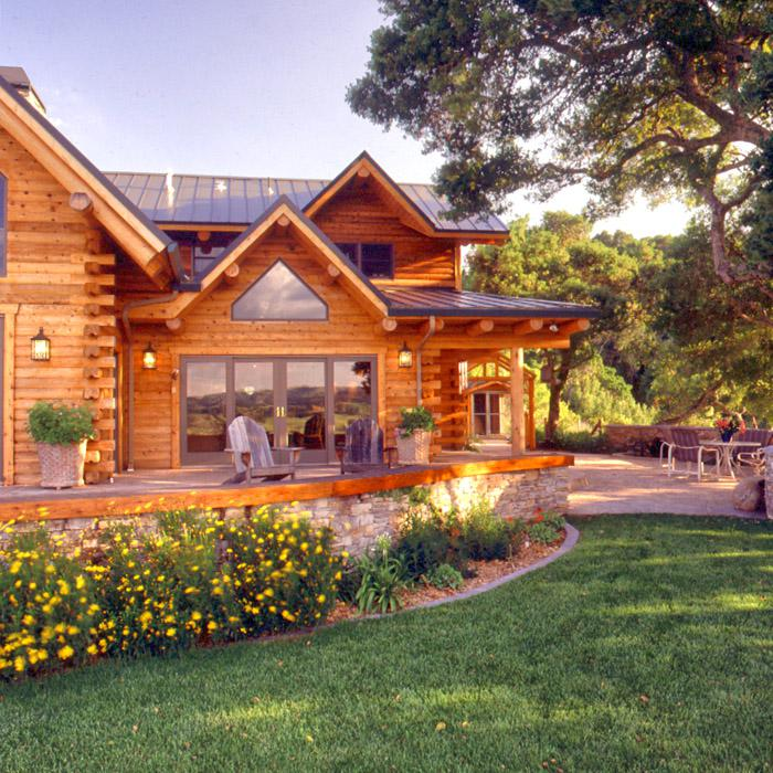 Award Winning Log Home Builders: What Makes A Great Holiday Home?