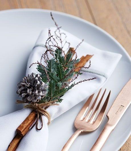 Christmas-Table-Setting-