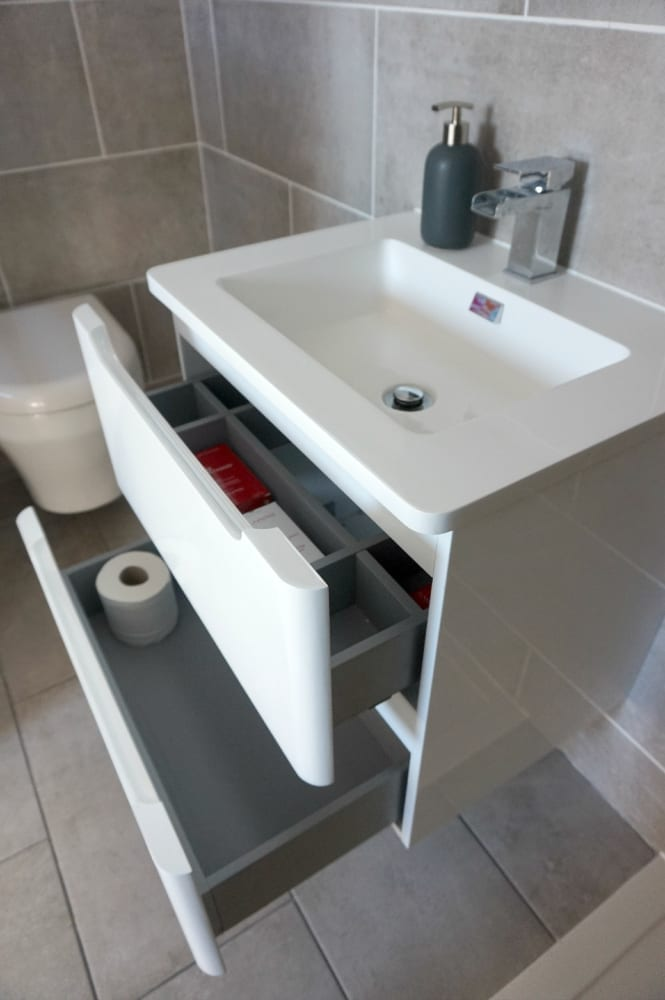 Open drawers en-suite