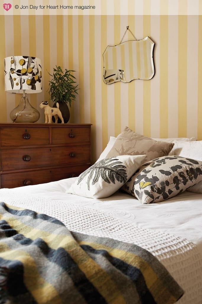 Great tips and ideas on how create a cosy, homely bedroom perfect for any budget and any size bedroom. Lighting, accessories and colours that make a difference.