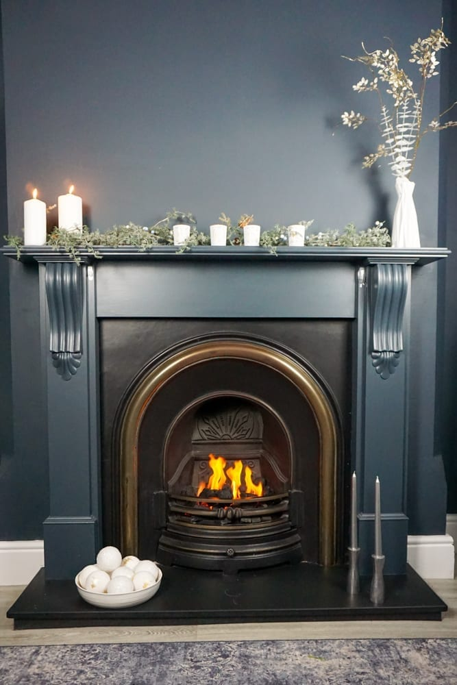 Simple and elegant fireplace Christmas decorating